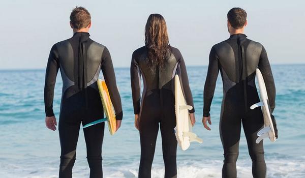 Comment bien choisir sa combinaison de surf